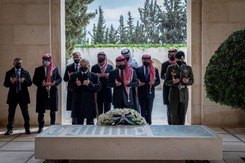 Le roi Abdallah et le prince Hamza ensemble, une semaine après la crise