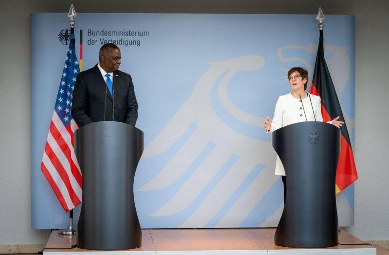 Washington resserre ses liens avec Berlin et déploie de nouvelles troupes