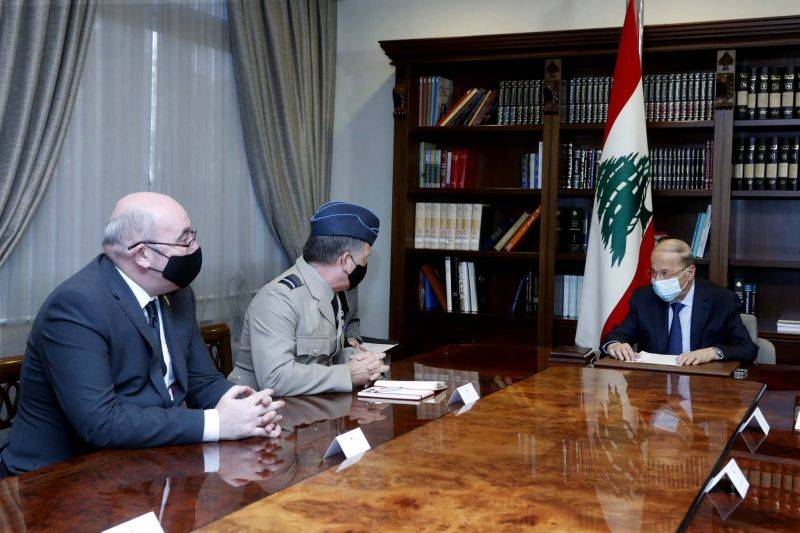 Aoun reçoit à Baabda un haut gradé britannique