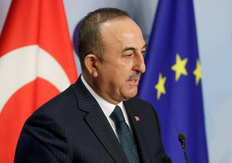 Ankara fait les yeux doux au Caire
