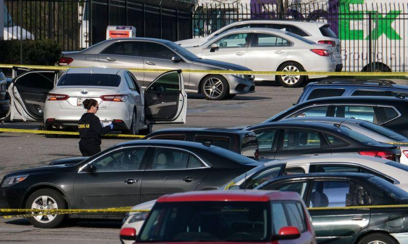 L'Amérique meurtrie après une nouvelle fusillade à Indianapolis: au moins huit morts