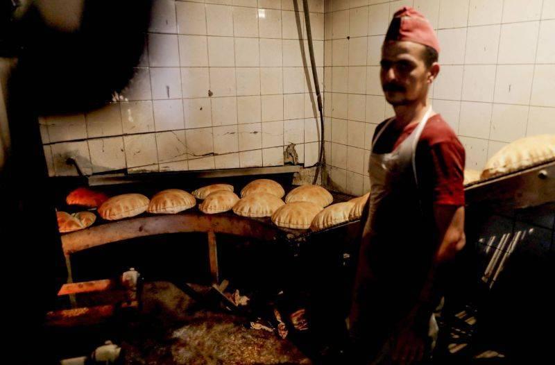 La grogne monte et les files d'attente se forment, après l'arrêt de la distribution du pain