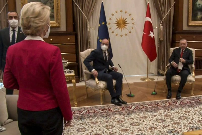 Von der Leyen met en garde Michel lors de leur première réunion après le sofagate