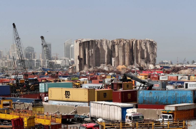 Le juge Bitar approuve la libération de six employés du port et officiers subalternes