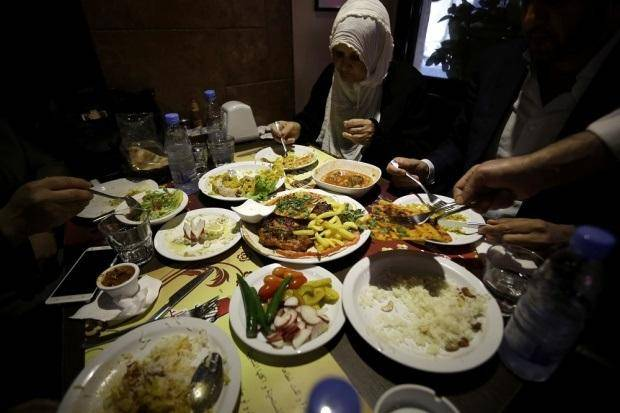 A month of iftar meals now costs 2.5 times the minimum wage, an AUB study finds