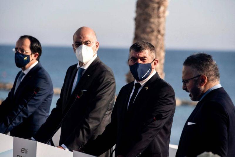 La Grèce cherche à consolider le front antiturc