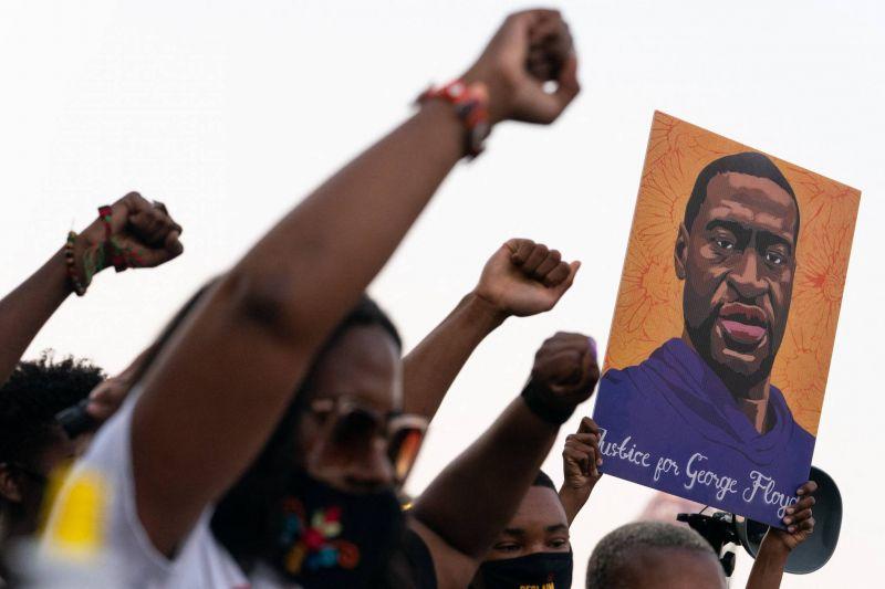 Après le verdict de l'affaire George Floyd, des appels à aller plus loin