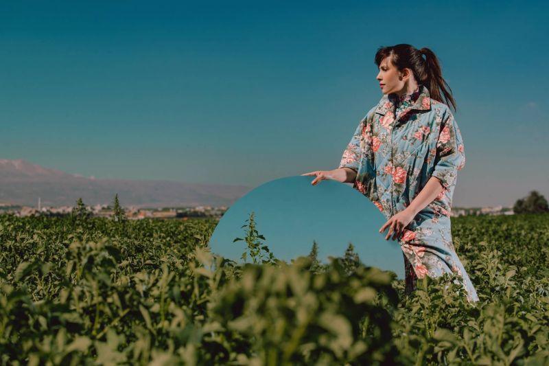 La Terre mère célébrée par Rita Lamah dans une vidéo artistique