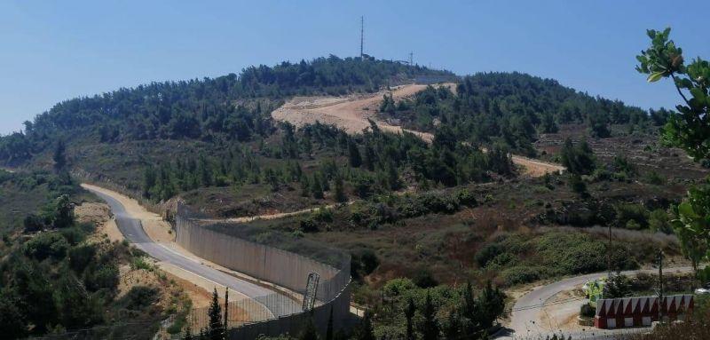 L'armée israélienne effectue des travaux de terrassement le long de la frontière face à Adaïssé