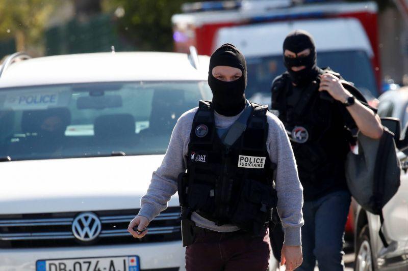 Attaque de Rambouillet: un assaillant radicalisé avec des