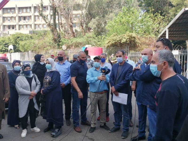 Des parents d'étudiants à l'étranger manifestent  devant le Palais de justice
