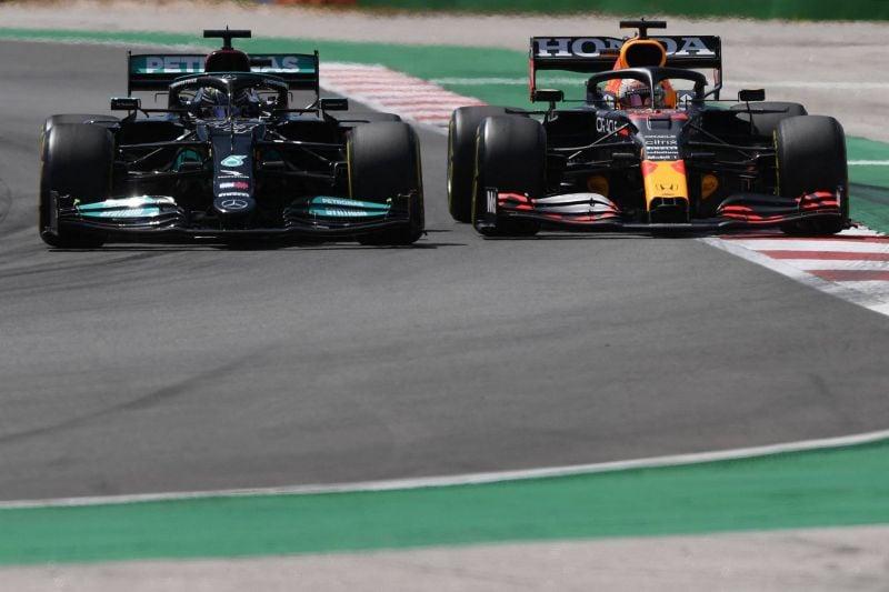 Hamilton vs Verstappen: le temps des courbettes