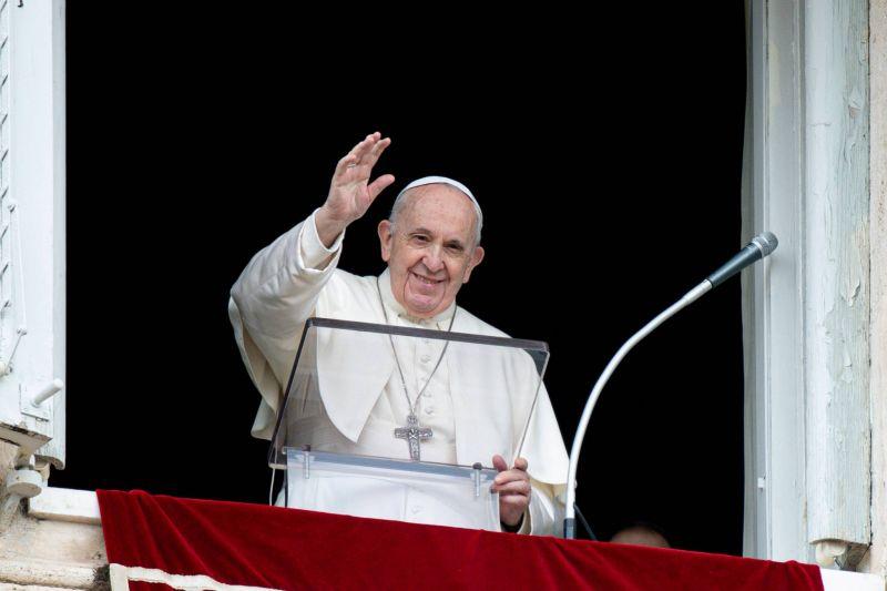 Le pape appelle à une