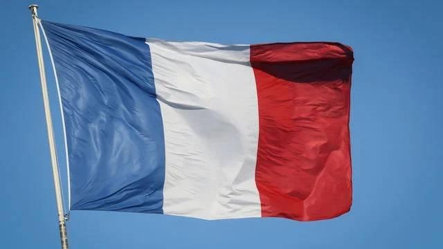 Paris appelle Israël à un