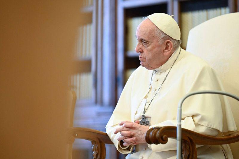 Le pape soutient une levée temporaire des brevets