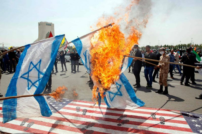 Pour Khamenei, Israël est «une base terroriste» à «combattre»