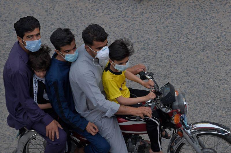 La gestion du début de la pandémie mise en cause, 250000 décès en Inde