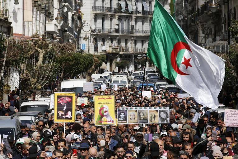 Des manifestants condamnés, la répression se durcit
