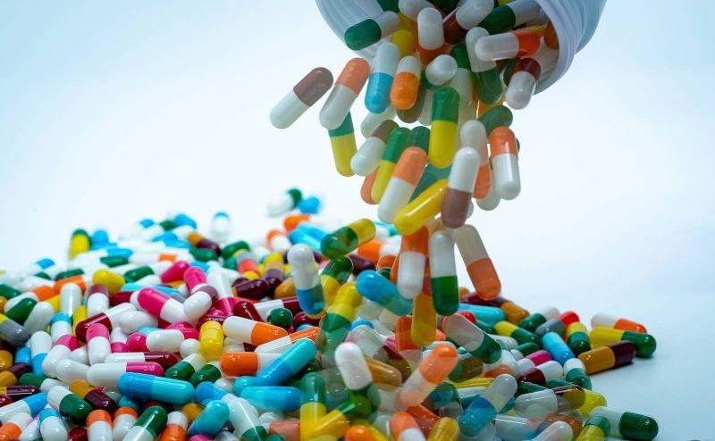 Augmenter les doses d'antibiotiques pourrait renforcer certaines bactéries
