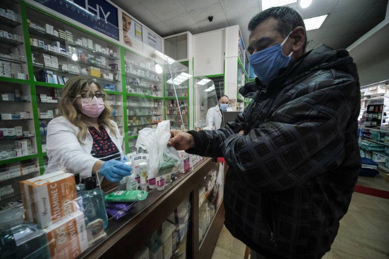 «On commande dix boîtes de médicaments, on nous en envoie une seule...»