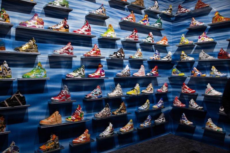 La (dé)marche artistique des sneakers dans les musées