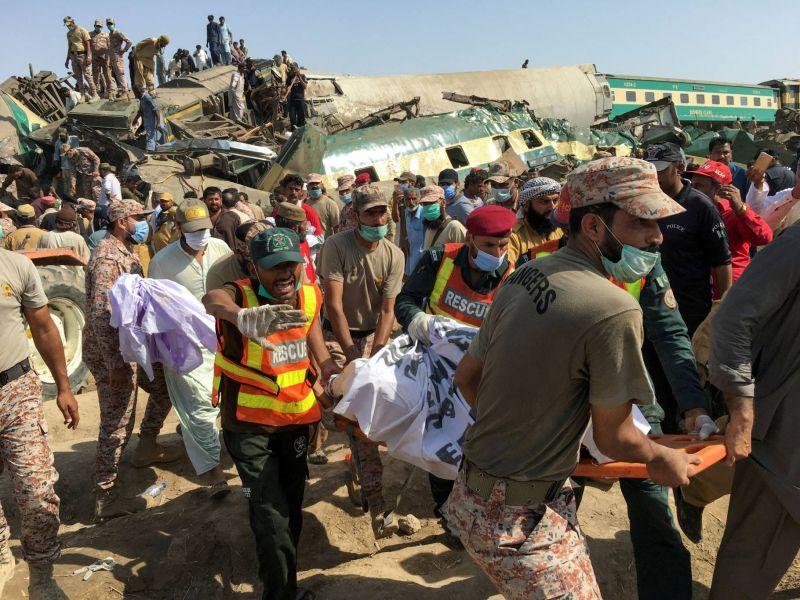 Au moins 43 morts dans un double accident ferroviaire