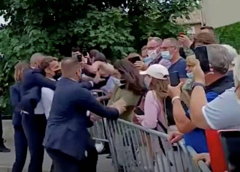 Macron giflé: l'agresseur fan du Moyen Âge et «curieux» de l'extrême droite