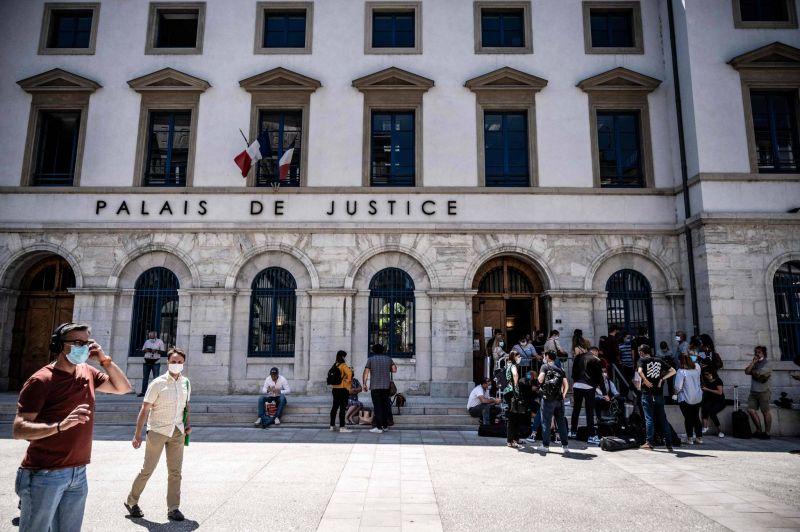 La gifle à Macron: Damien Tarel condamné à quatre mois ferme et incarcéré