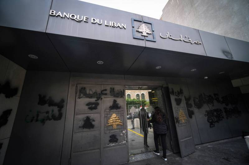 Central bank shrinks mandatory reserves, announces $400 monthly payouts on dollar deposits