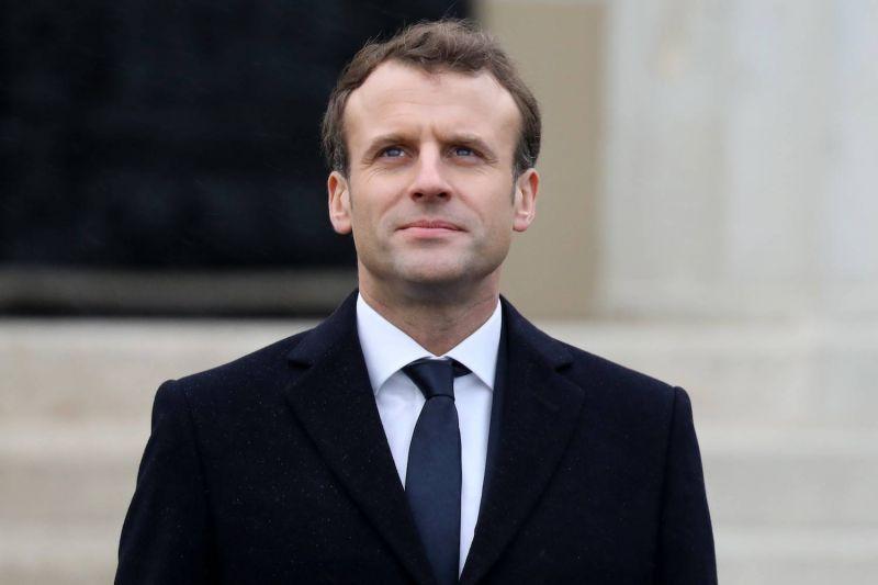 Macron giflé lors d'un déplacement, indignation générale (vidéo)
