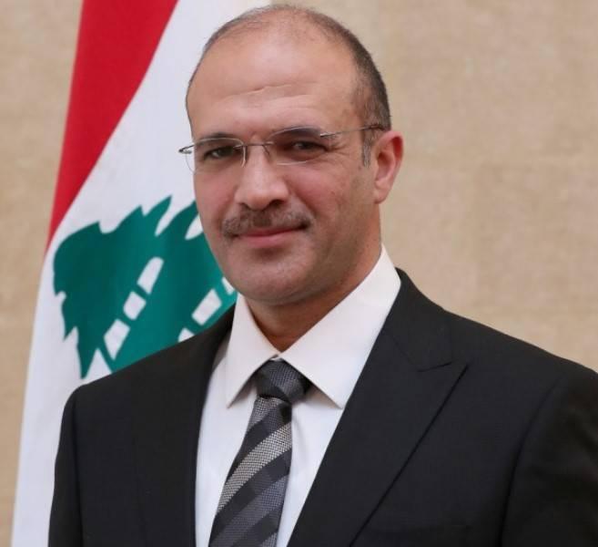 Hassan perquisitionne un entrepôt de médicaments et de matériel médical à Hazmieh