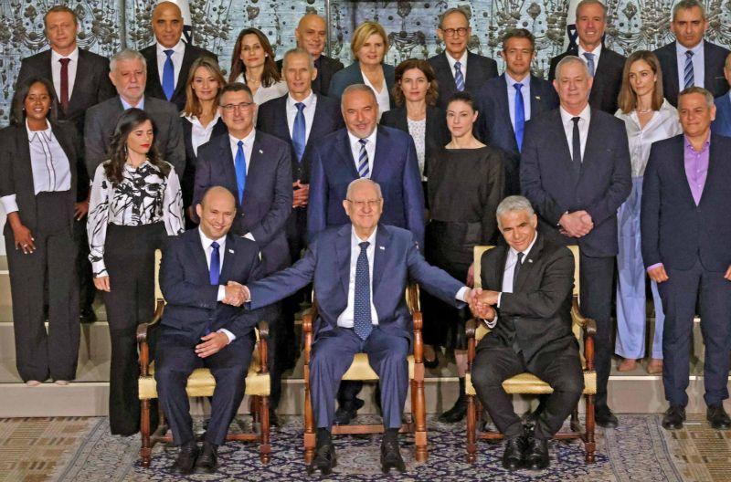 Le nouveau gouvernement entre en fonctions, le premier sans Netanyahu en 12 ans