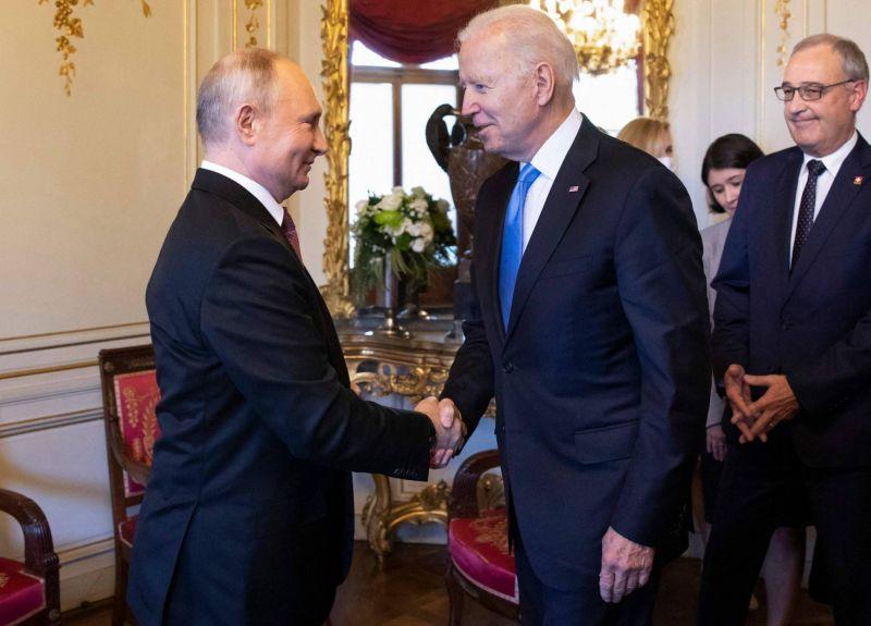 Biden et Poutine conviennent du retour de leurs ambassadeurs, lors d'un sommet «pragmatique»