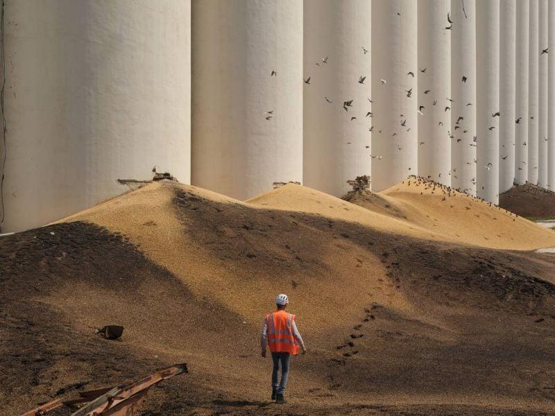 Du haut de ces silos, le cataclysme du 4 août vous contemple...