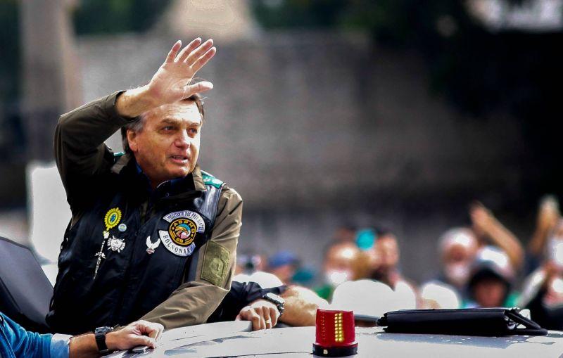 Le président Bolsonaro condamné à 108 dollars d'amende pour non port du masque