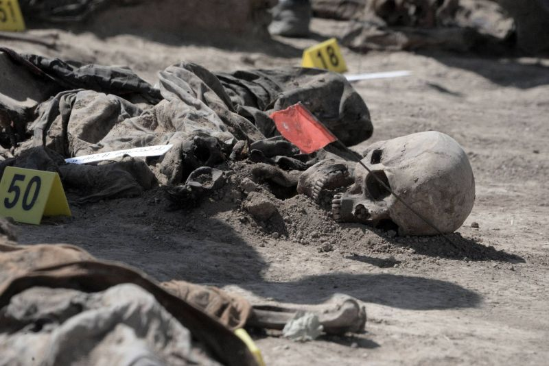 L'Irak ouvre un charnier pour identifier les victimes d'un des pires crimes de l'EI