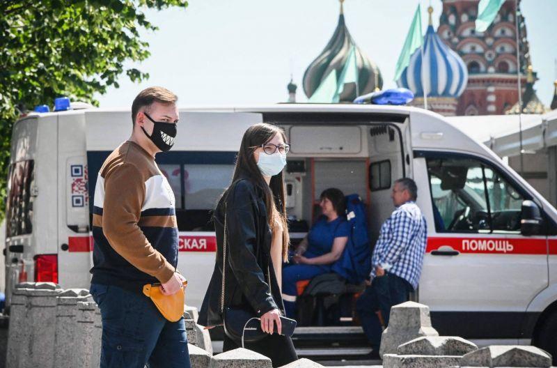 Nouveau record à Moscou, vigilance face au variant Delta