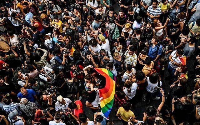Manifestations après l'arrestation brutale d'un photographe de l'AFP