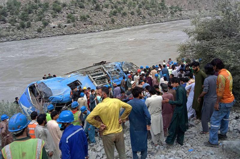 Douze morts, dont 9 Chinois, dans l'explosion d'un car