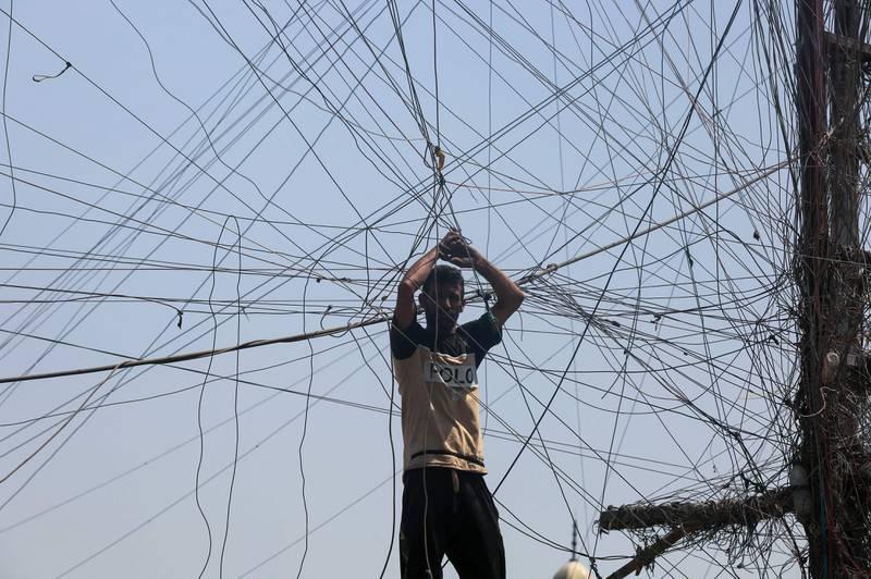 A Bagdad, le travail crucial et épuisant des techniciens de générateurs