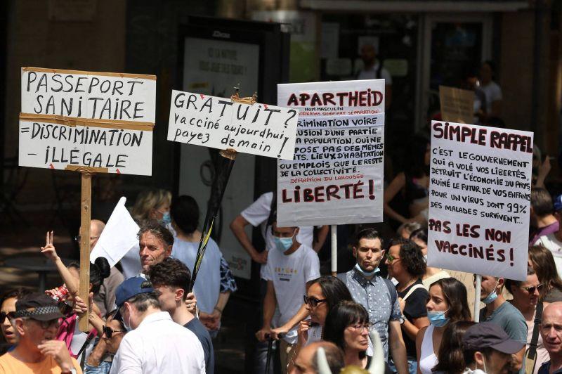 De l'Europe à l'Australie, les manifs antirestrictions s'enchaînent