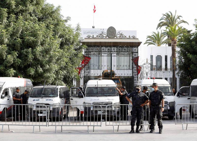 La Tunisie dans l'attente d'une feuille de route politique