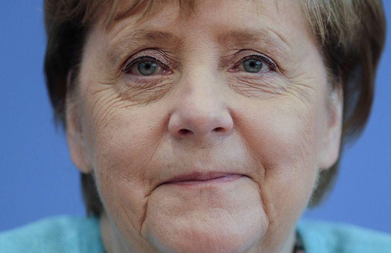 Merkel demande plus de restrictions sur la vente de logiciels espion