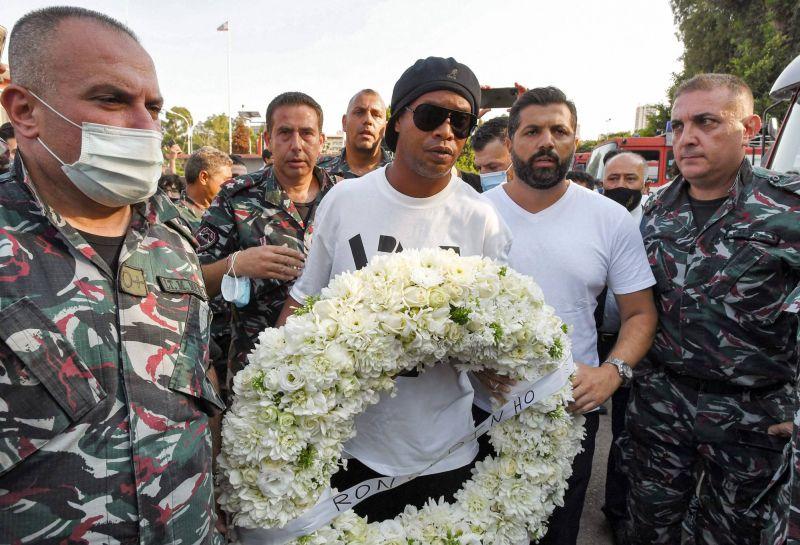 Ronaldinho en visite à Beyrouth en signe de solidarité