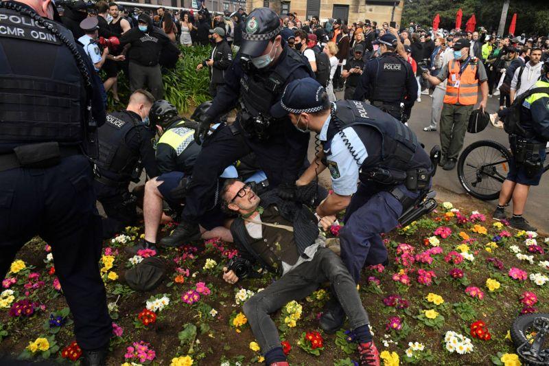 Manifestations anti-confinement, affrontements avec la police à Sydney
