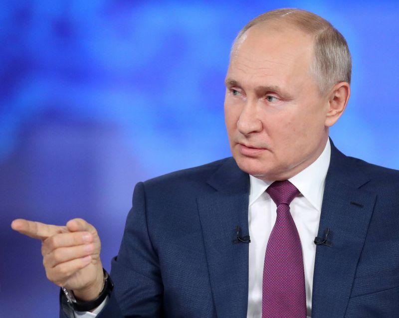 Poutine vante la flotte russe, capable de détruire