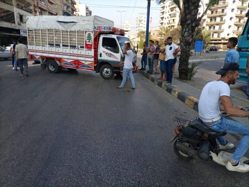 Demonstrators block roads in the north and Saida