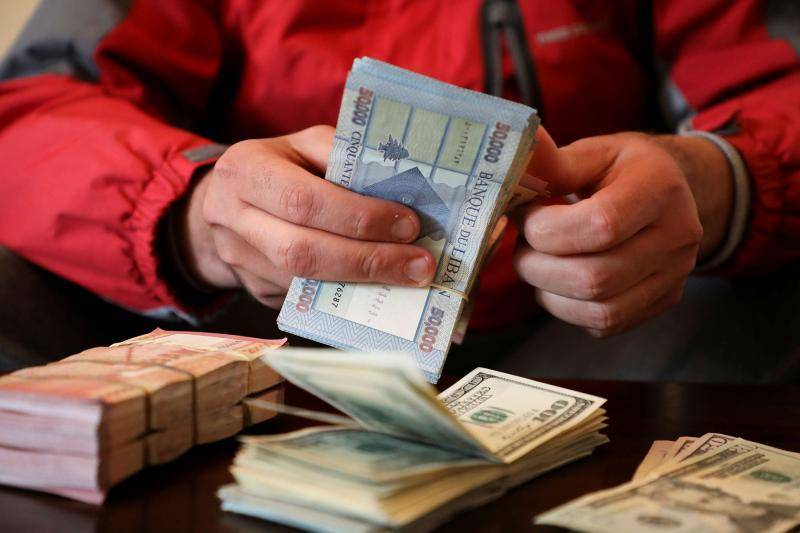 Lebanese lira strengthens against the dollar in an easily swayed market