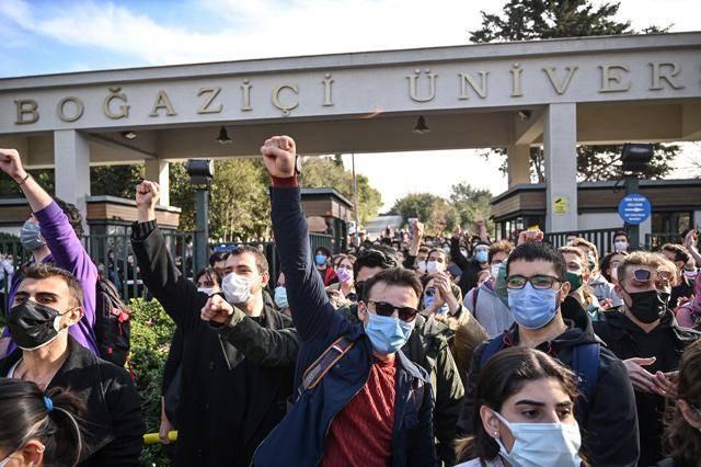 Quand les autorités turques interdisent à certains manifestants opposés au pouvoir de voyager