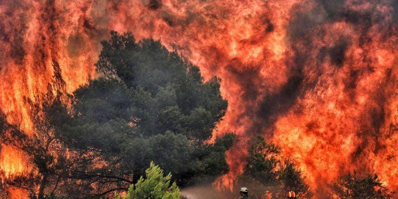 Incendie dans le Péloponnèse : des villages évacués, les secours sur le qui-vive